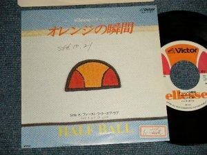 """画像1: ハーフ・ボール HALF BALL (林哲司 TETSUJI HAYASHI) - A) オレンジの瞬間  B)ファースト。ライト・オブ・ラブ FIRST FLIGHT OF LOVE  (Ex++/MINT- SWOFC) / 1981 JAPAN ORIGINAL """"PROMO"""" Used 7"""" 45 rpm Single"""